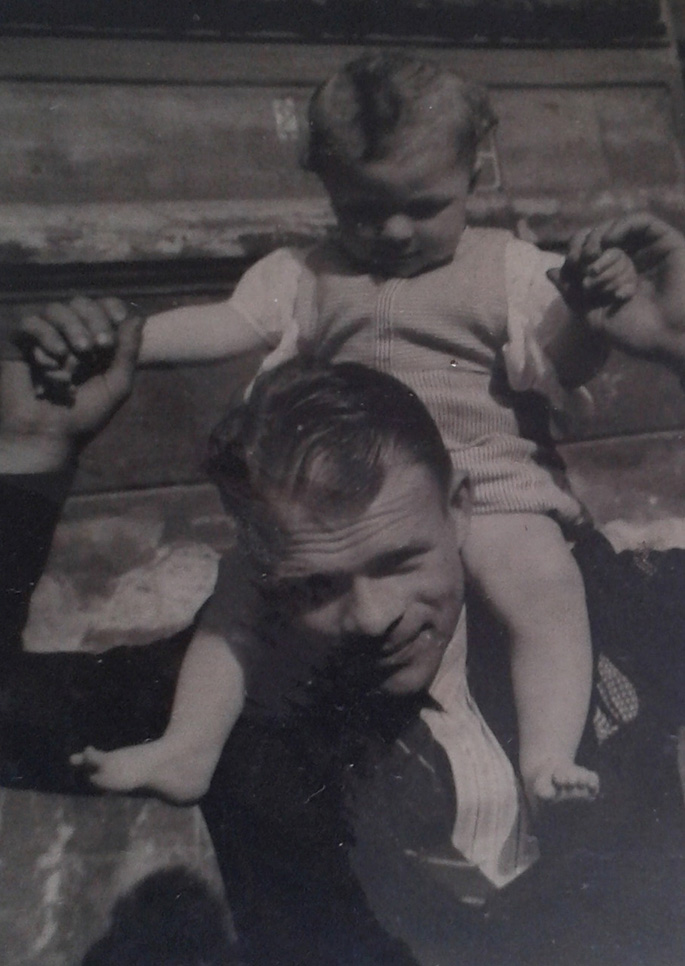 Štastný otec Josef Bryks. Ze své dcery se dlouho neradoval. Archiv Karla Brykse