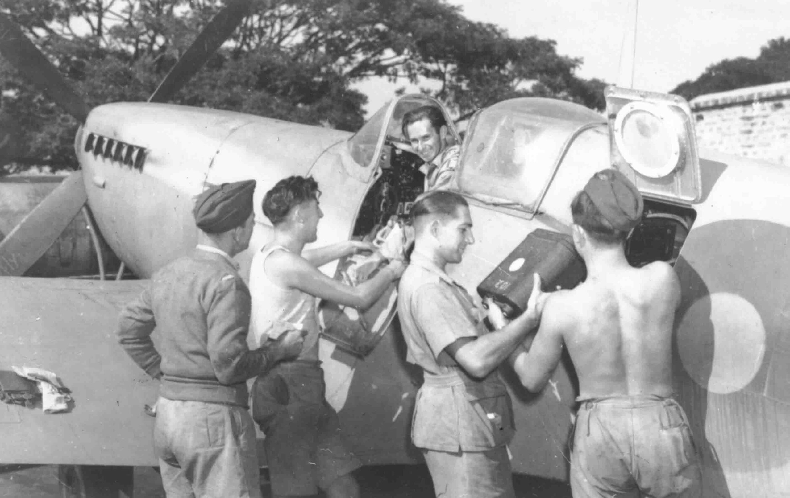 Unloading camera from Supermarine Spitfire PR.XI of No. 681 Squadron, Alipore, December 1944 (RAFM PC94/158/002)
