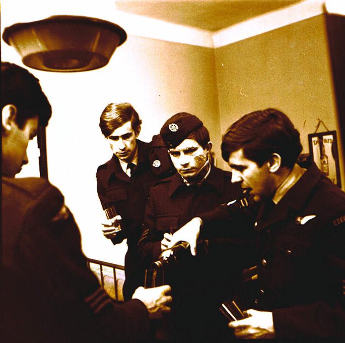 V roce 1968 byl podle této knihy natocen první ceskoslovenský film o ceskoslovenských príslušnících RAF. Na jeho natácení se podílelo mnoho válecných veteránu.