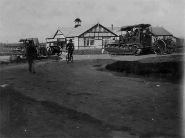 Vickers Dragon artillery tractor in Royal Artillery service, 1924