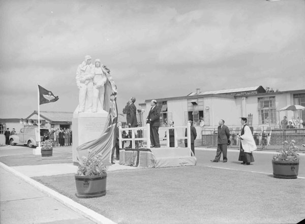 PC98-173-6560-1: Unveiling statue of Sir John Alcock and Sir Arthur Whitten Brown at London Airport, 15 June 1954