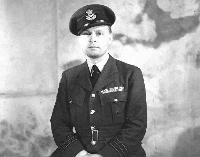 Acting Wg Cdr Forest Frederick Edward Yeo-Thomas GC, formal portrait photograph