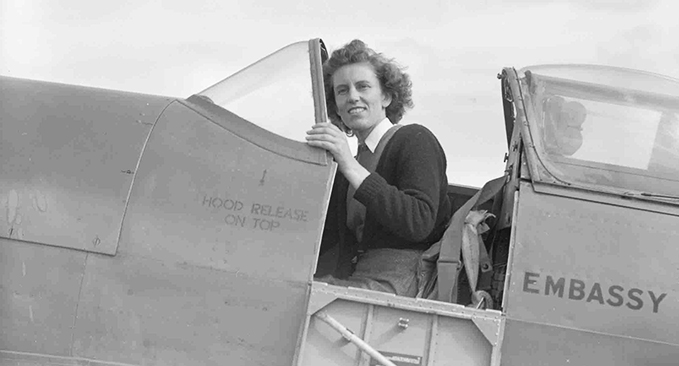 Lettice Curtis in a Spitfire PR XI, owned by the American Embassy Flight, but used by Lettice for air racing