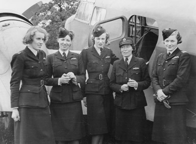 Women pilots with an Airspeed Oxford