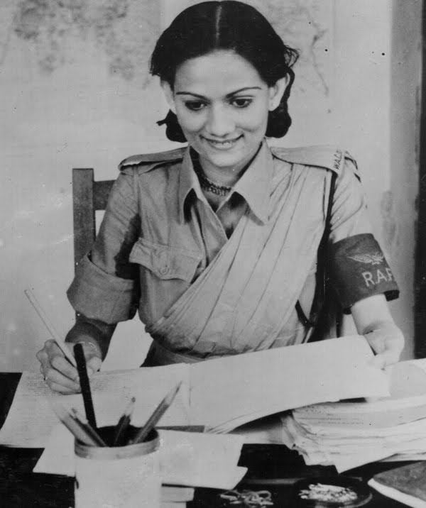 Private_Begum_Pasha_Shah_of_the_WAC_(1)_on_duty_in_the_Orderly_Room_of_an_RAF_station_in_India,_August_1943