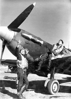 Flying Officer Arthur Weekes, from Barbados (left) and Flight Sergeant Collins Joseph of Trinidad