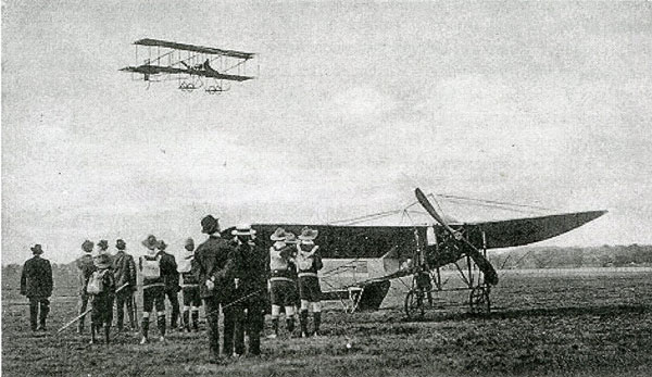 Claude Grahame-White in flight, watched by Boy Scouts, 1913.