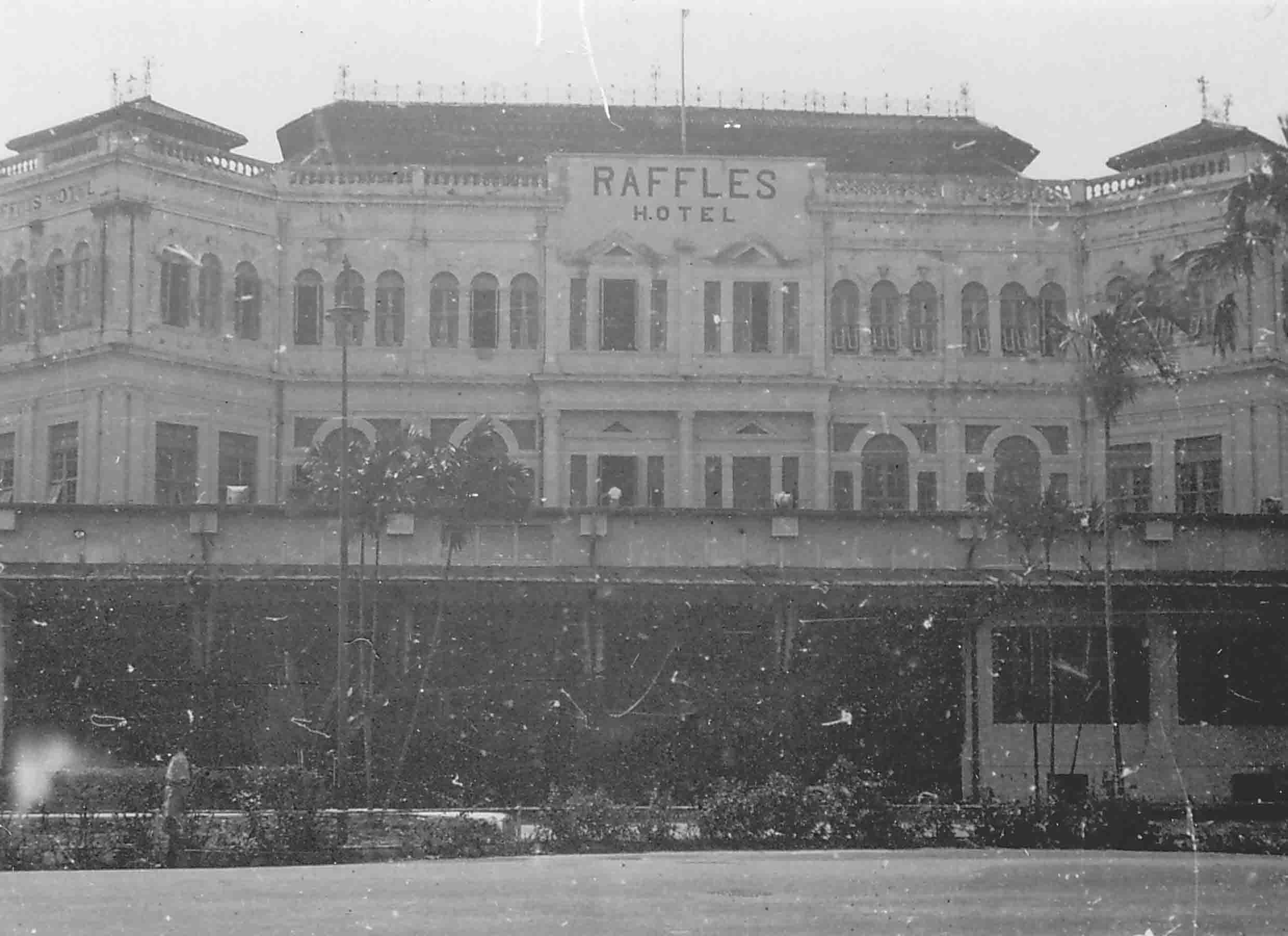 Raffles Hotel, Singapore, 1945