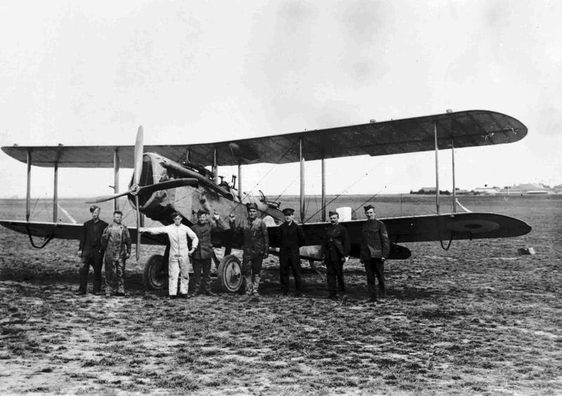 de Havilland D.H.4 of 31 Training Depot Station, on ground, Fowlmere, 1918