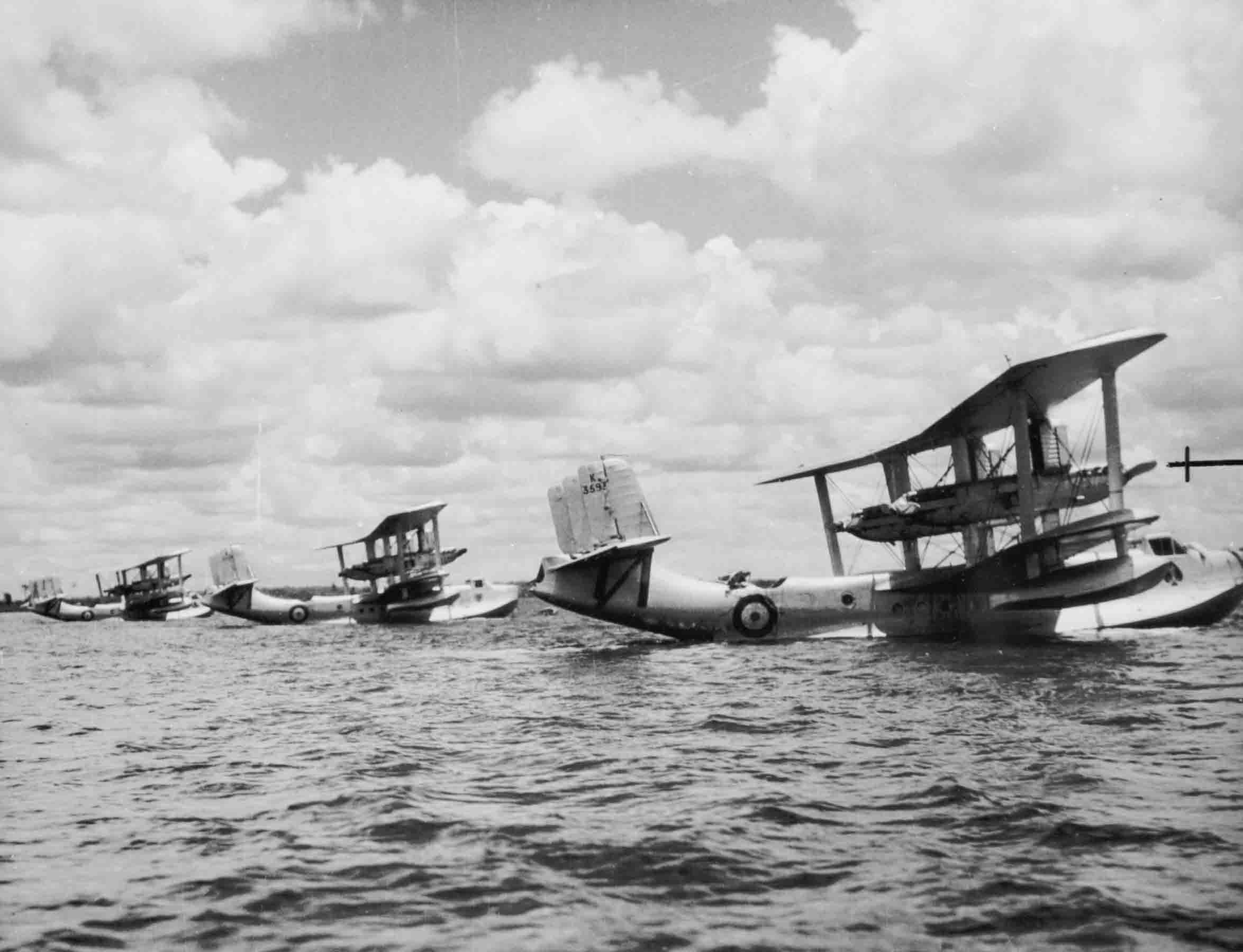 Short Singapore Mk.IIIs at Singapore, 1935 (P012069)