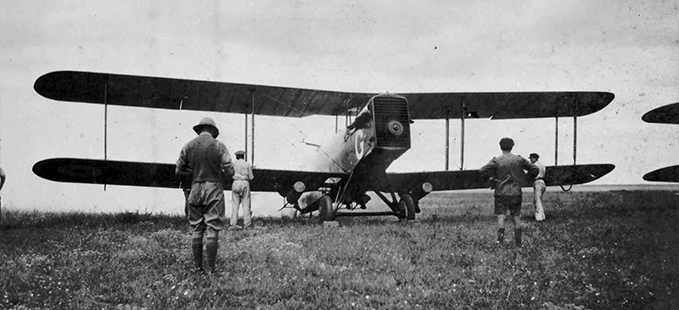A DH.9A bombed up and running its engine near Petrovsk
