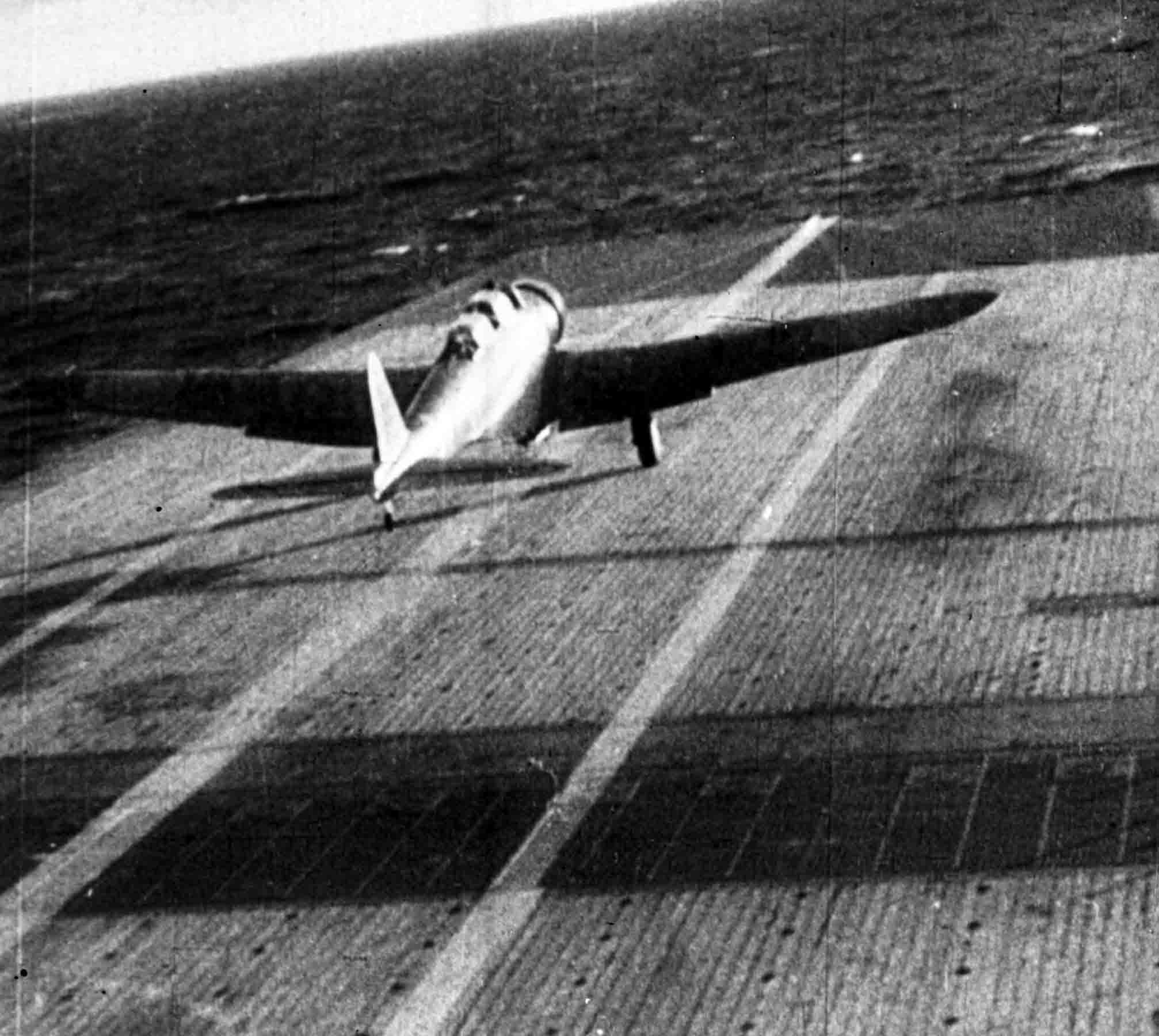 Nakajima B5N, JNAF taking off from carrier