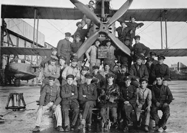 Group photograph of D Flight, Houton Bay in front of Short Admiralty Type 184, December 1918 (P002121) - Note the flying boat hull on the left beside the hangar.