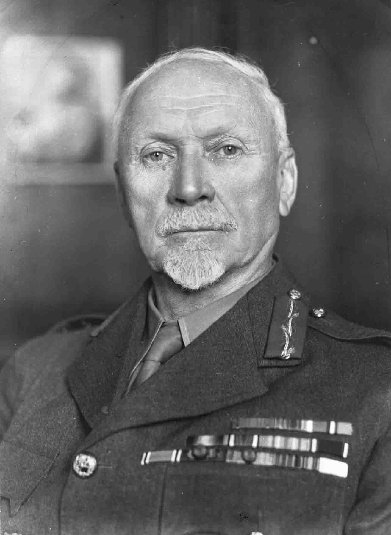 P024112 Portrait photograph of Major General Jan Smuts.