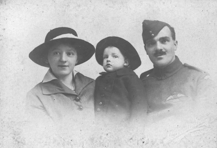 3. X001-2663/003 – Tom Mottershead with his family. RAF Museum