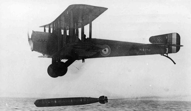 X003-2602/15909: Blackburn-built Sopwith Cuckoo, serial N6950, from 201 Training Depot Station, dropping a torpedo in the Firth of Forth, 1918.
