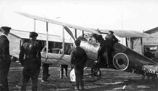 This early-production Snipe, serial E8076, probably serving with 78 Squadron, RAF at Suttons Farm in 1918 when photographed was apparently undertaking trials as a Home Defence fighter.  Navigation lights and Holt flare brackets were fitted and Home Defence roundels were applied to the upper wing and fuselage.