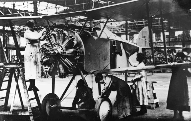 X003-2602/16506: A late-production Sopwith TF.2 Salamander under construction, probably during late 1918.  The aircraft was finished in the Ministry of Munitions Scheme for the Sopwith TF.2 Salamander.