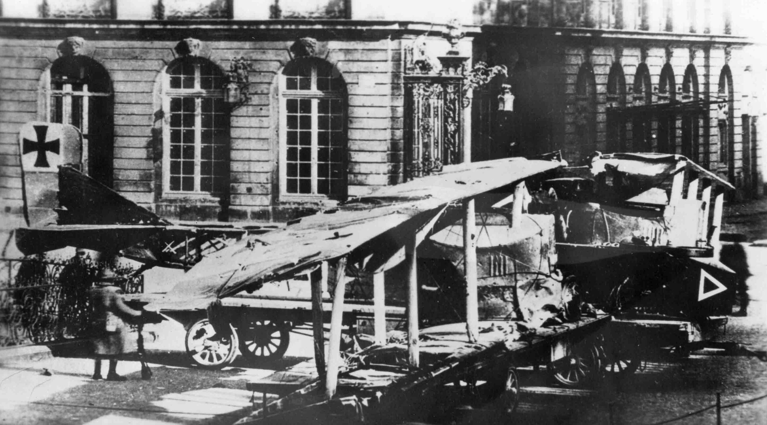 Gotha G.IV wrecked and captured