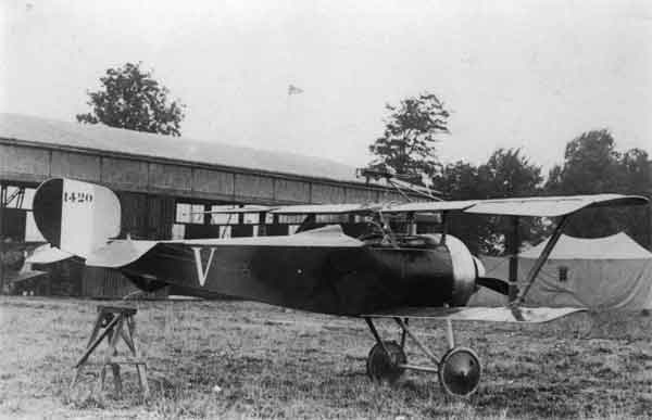 X003-2602/22001: Nieuport 17, serial N1420, (V), captured, ex-French Air Force, during 1916 or 1917. This aircraft was fitted with a cône de pénétration and a one-piece engine cowling.