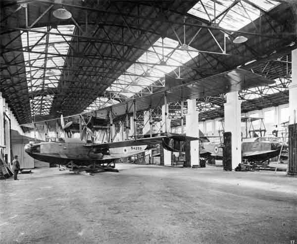 Felixstowe F. 3 N4259 at the Dick, Kerr works in 1918 with others in the background (RAF Museum reference X003-2602/6795)