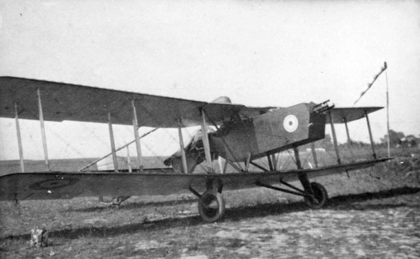 X003-2602/9182: One of the Rams photographed in 1918, highlighting its awkward appearance and the wide-track undercarriage inherited from its N.E.1 ancestor.