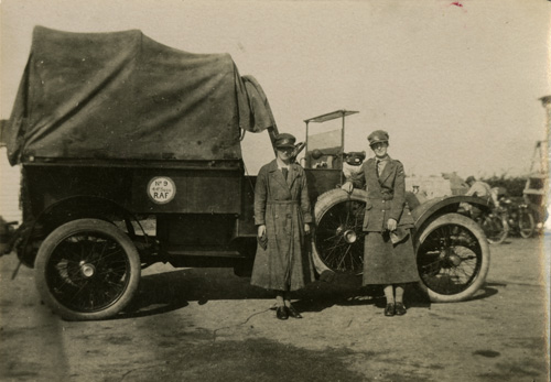 Grace Berry and Agnes Theodora Edsell with motor car