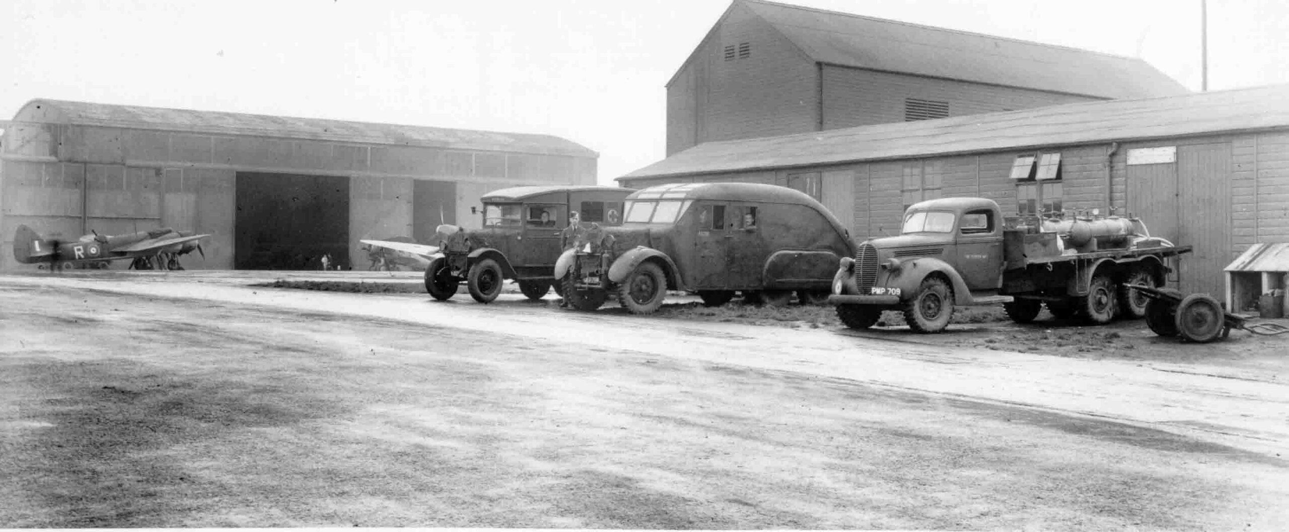 PC71/19/1129 Fire tenders parked outside a hut, RAF Aldergrove, 1941