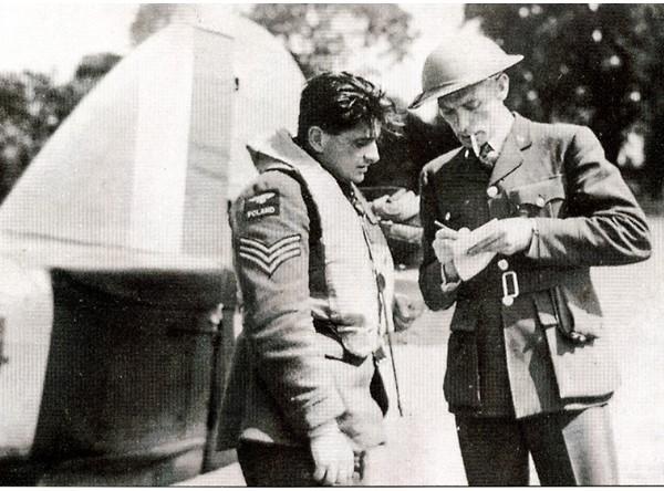 Sergeant Antoni Glowacki talking an intelligence officer