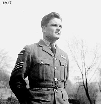 "Sgt Blažej Konvalina, pilot 313. cs. stíhací perute RAF. Narodil se 3. ledna 1919 v Blížkovicích, okres Znojmo, Jihomoravský kraj. V rámci akce ""Tisíc pilotu republice"" se dobrovolne prihlásil k vojenskému letectvu. Po okupaci prekrocil hranice do Polska. Tam se zúcastnil ústupových boju a pres Sovetský svaz, Turecko a jižní Afriku se dostal do Velké Británie. Zahynul pri havárii 22. ledna 1942 nedaleko základny Hornchurch u Purfeelt Farm. Moravské zemské muzeum"