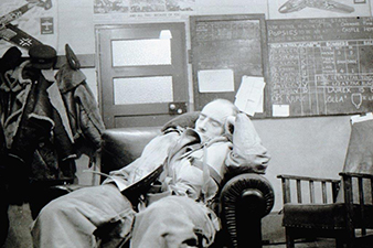 Pilot room of the 68 Night Fighter Squadron and sleeping radar operator J. G. Oakley. Archive of Martin Vrána