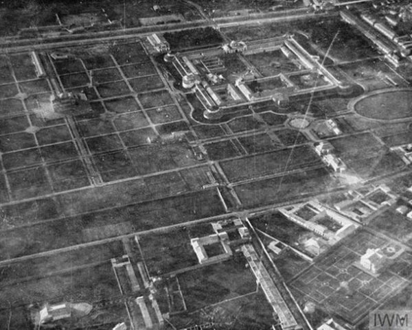 Figure 4 — Aerial view of Kabul taken from Handley Page V/1500, J1936, Old Carthusian, during its bombing raid on 24 May 1919, © IWM (HU 74444).