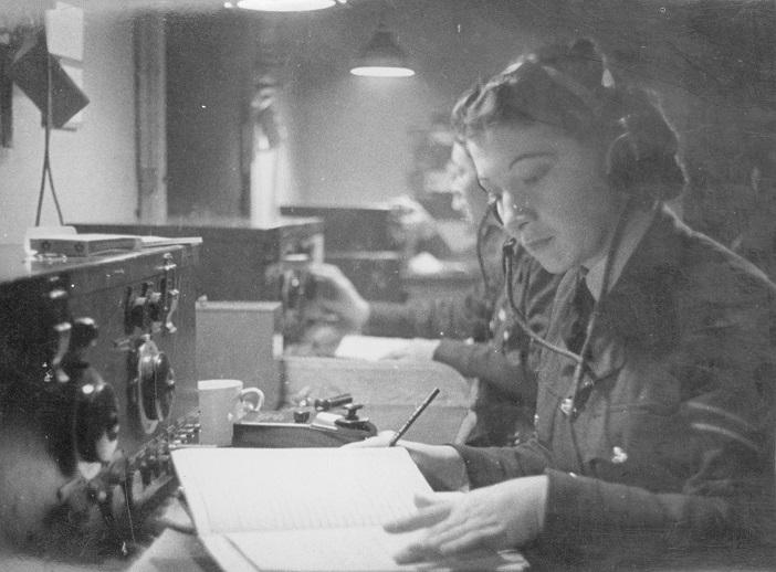 PC98-164-138: WAAF tradeswomen, radio operators, circa 1944
