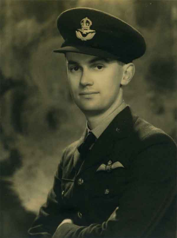 A newly commissioned Pilot Officer Morris in 1943.