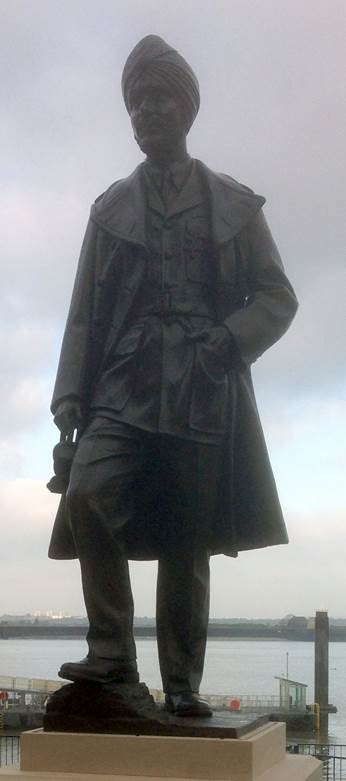 Gravesend unveils statue of fighter pilot Mahinder Singh Pujji