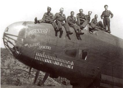 The crew of the 'Achtung ! Black Prince'