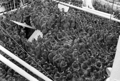 A thousand Caribbean airmen arriving in Britain by troopship, 1944 (Courtesy of IWM)