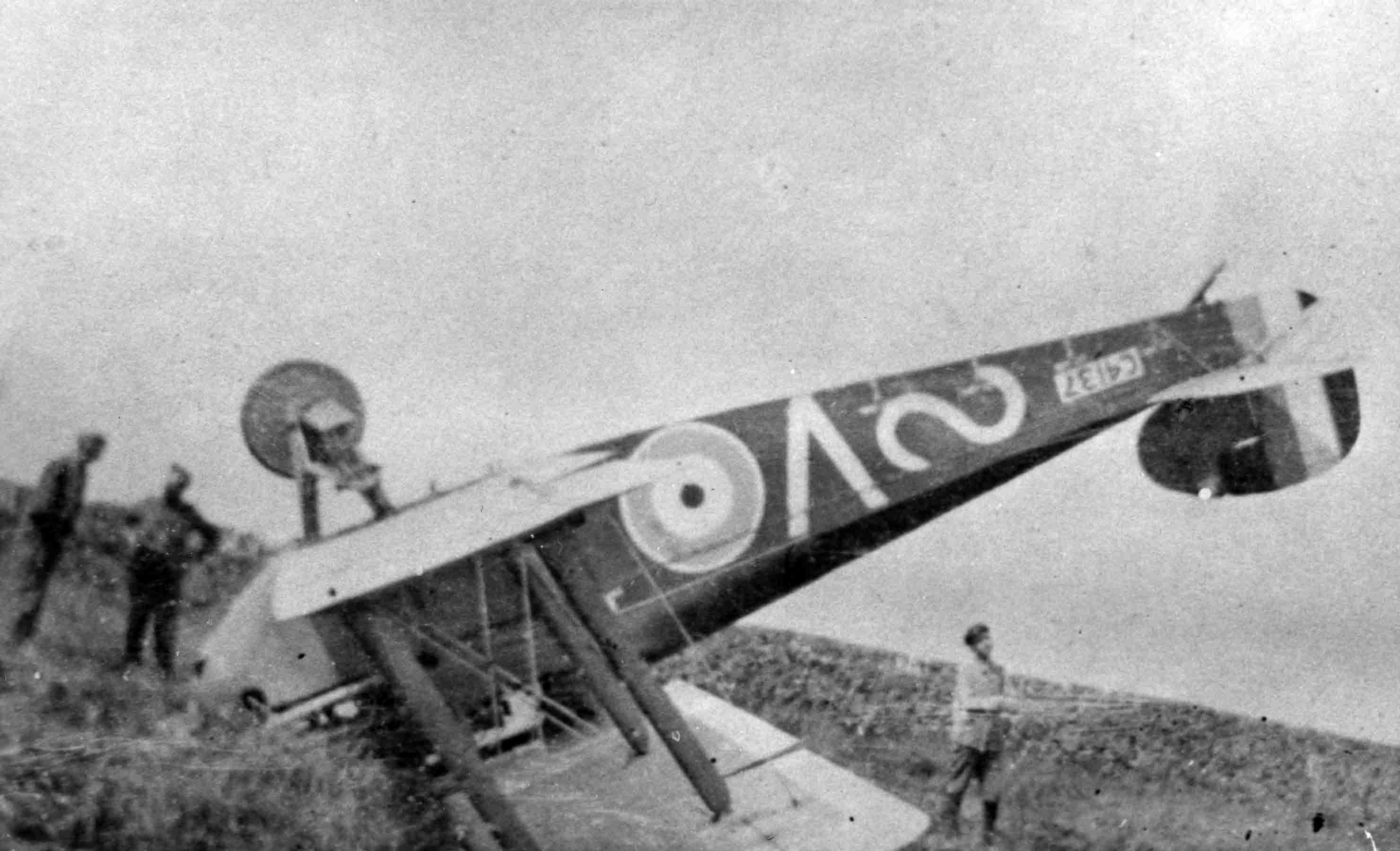 X003-2602/16061: This Dolphin, serial C4137, (V), of 87 Squadron, RAF, crashed at Rougefay on 16 August 1918 and performed an almost complete somersault. The squadron marking of a supine 'S' was applied to the rear fuselage.