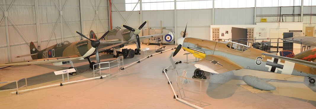 Bf109 opposite the Spitfire and Hurricane