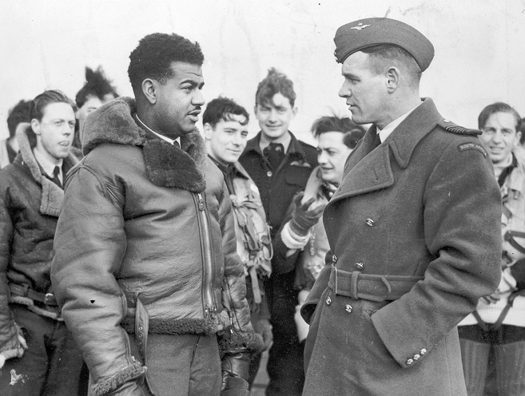 Gp Capt Adolph Gysbert Malan talking to FS Vincent Bunting