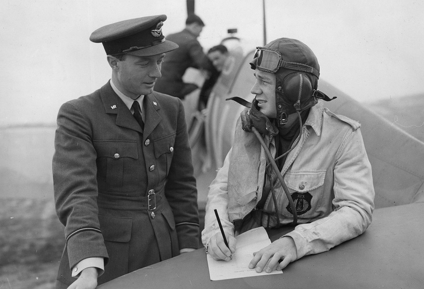 Debriefing a pilot of 19 Squadron, RAF Fowlmere.  Credit: Ministry of Defence