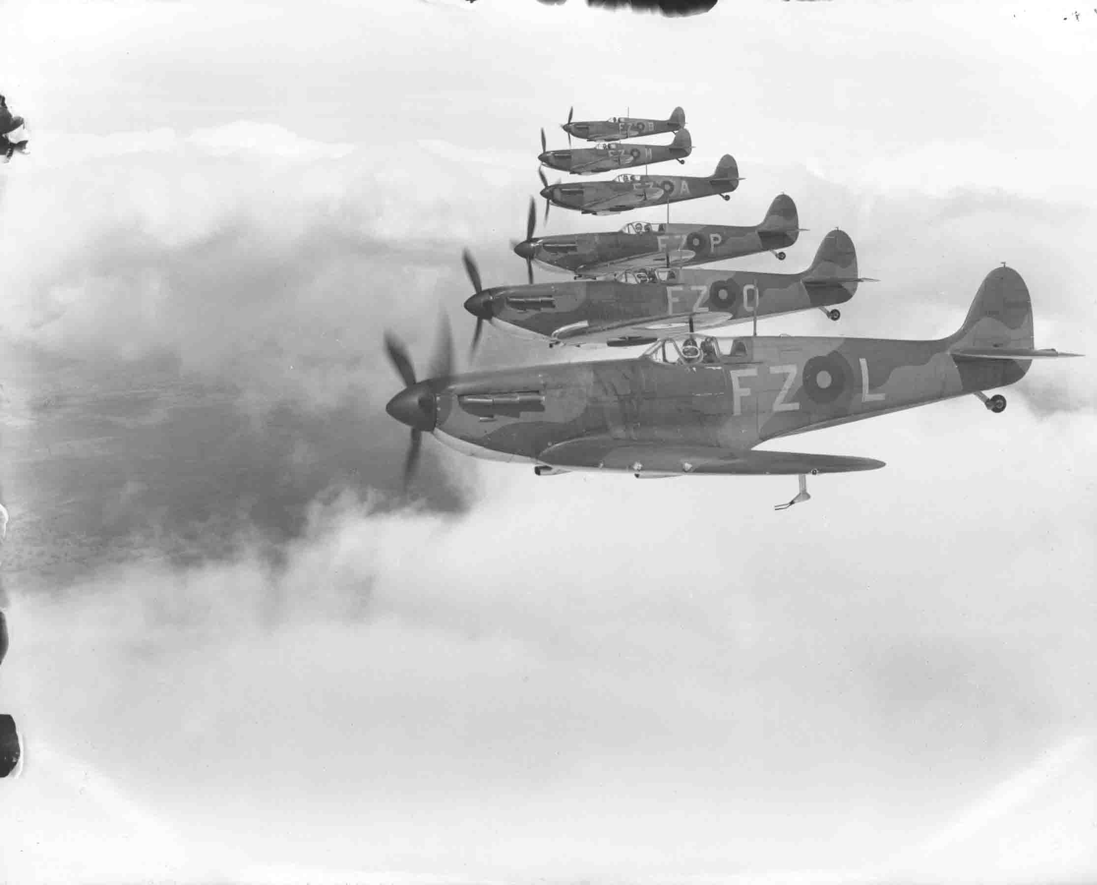 Spitfire Mk1s of 65 Sqn Hornchurch in flight