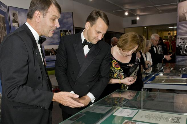 Peter Dye explaining some of the exhibition artefacts to the Polish Foreign Minister.