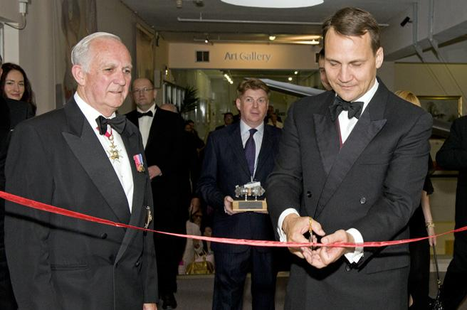 Mr. Radoslaw Sirkorski, the Polish Foreign Minister officially opening the exhibition.