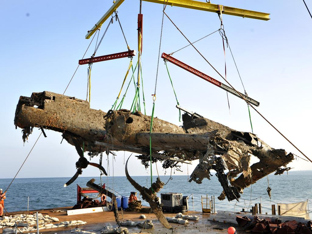 Dornier 17 being lifted onto the barge