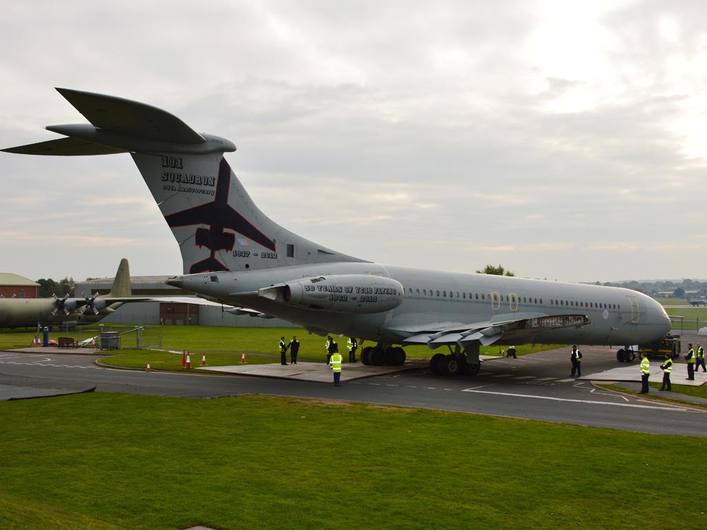 VC10 on the move again, starting its journey to the final display position.