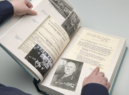 An example of a double-page spread showing General Smuts' memorandum.