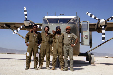 Omani members of the Sultan of Oman's Air Force in front of a Short Skyvan