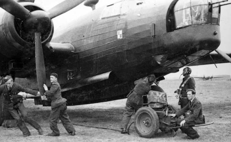 Ground crew of 300 (Polish) Squadron with Vickers Wellington bomber, circa 1941