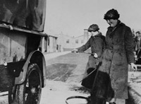 WRAF Motor Transport drivers hosing down a tender, Gullane, 1919
